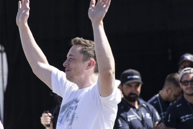 Elon Musk's pretty good week keeps rolling as Tesla slides through Q4 with same production targets